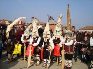 Единственото село в Родопите, където кукери гонят злото на Месни Заговезни