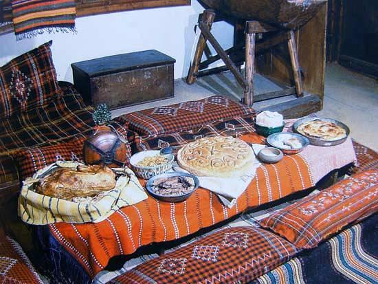 "Снимка: ""Български традиционен календар"". Илюстрована енциклопедия"